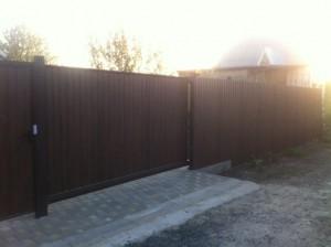Откатные ворота ( заполнение прфнастил темный дуб ), калитка эконом, забор профнастил.