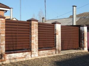 Забор жалюзи из металлического штакетника RAL 8017 Таганрог 2018г.