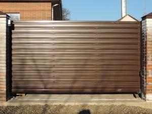 Откатные ворота ( заполнение металлический штакетник  RAL 8017)